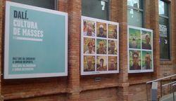 Autorretratos colgados en las calles modernistas de CaixaForum Barcelona