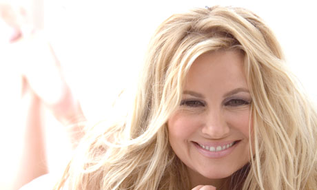 Jennifer-Coolidge-006