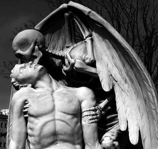El beso de la muerte