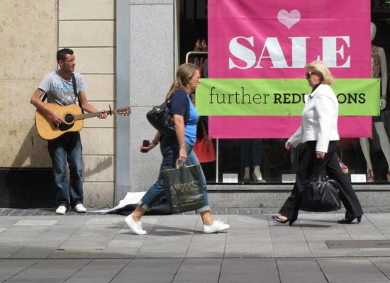 Calle de Dublín en el inicio de las rebajas.