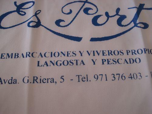 Babero del restaurante Es Port