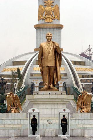 Niyazov-monument