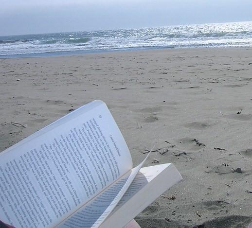 Leyendo-playa