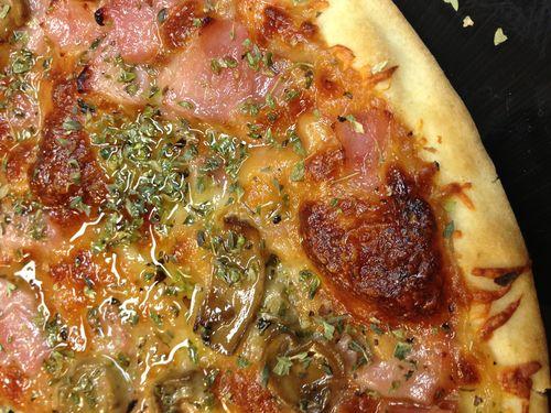 Pizza aromatizada con aceite al humo
