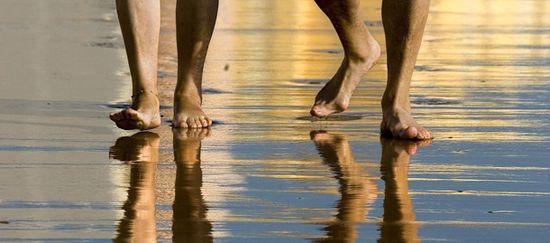 Correr-descalzo-en-la-arena