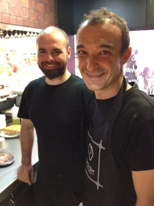 """Dos de los cocineros de Central Bar, Josué y Pedro alias """"El Murciano"""""""