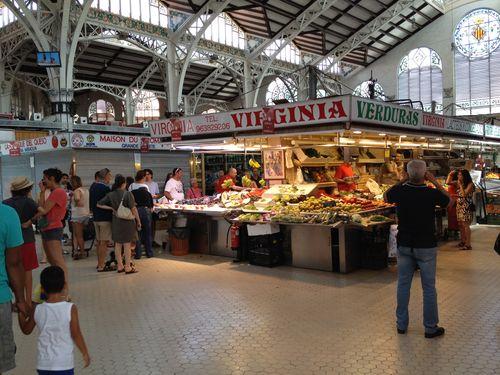 Vista interior del espléndido Mercado Central de Valencia, de estilo modernista 1914