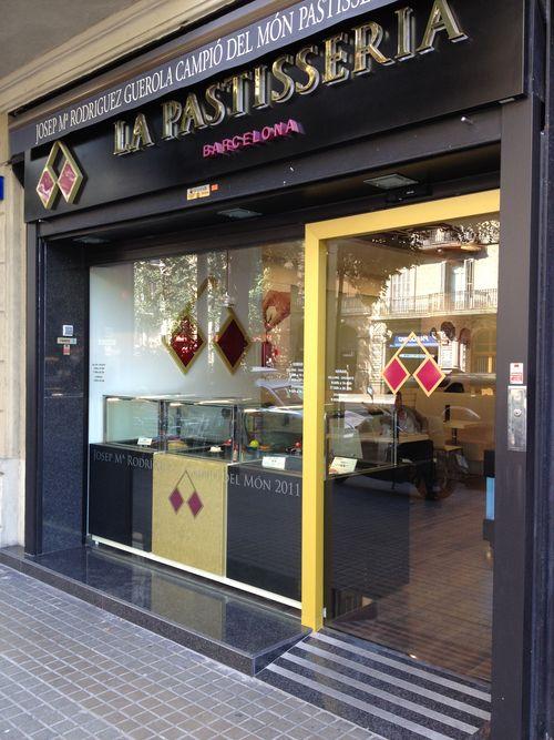 Fachada de la pastelería de José María Guerola en Barcelona