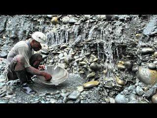 Minero de oro del la costa colombiana. Foto de Observatorio Pacifico