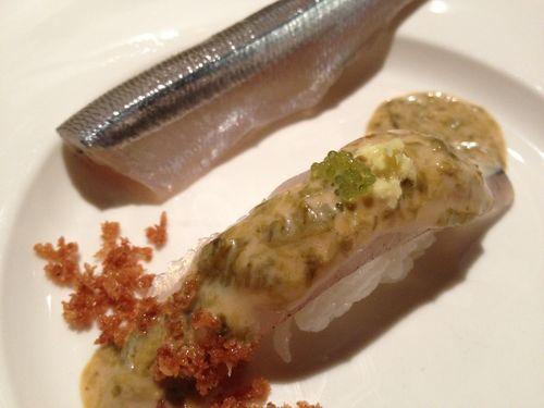 Nigiri de pejerrey con emulsión de nori. con leche de tigre, tobiko de wasabi, restaurante Maido