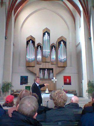 Documenta13.Gunner Richter enseña Pared de la iglesia de Britenau que la dividía de la prisión