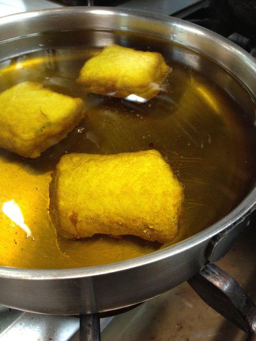 Confitado de los tacos de merluza en aceite de oliva a 45ºC