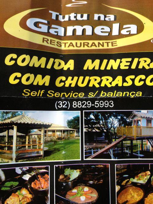 Cartel que anuncia el bufé en el restaurante Tutu na Gamela, Self Service al peso (s/ balança)
