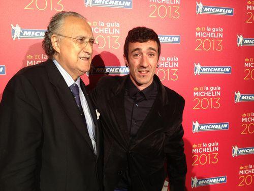 El alcalde de Bilbao, Iñaki Azkuna, junto con Eneko Atxa, uno de los dos triunfadores de la noche