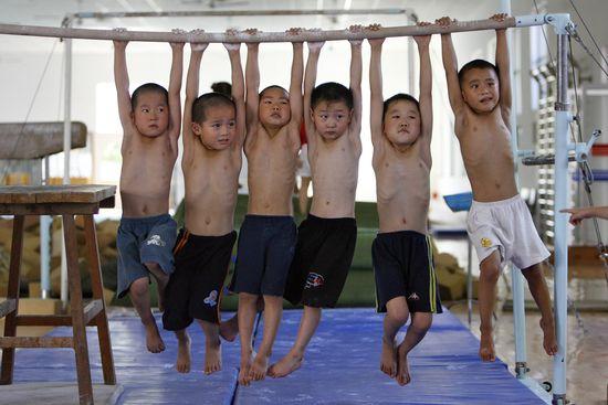 Niños en una escuela deportiva de Shangai. / Reuters