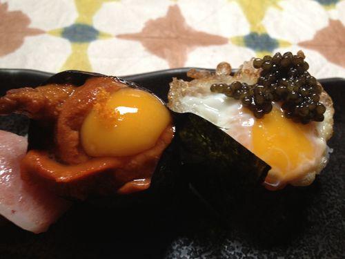 Nigiris de erizos y de huevos fritos con caviar de Ricardo Sanz