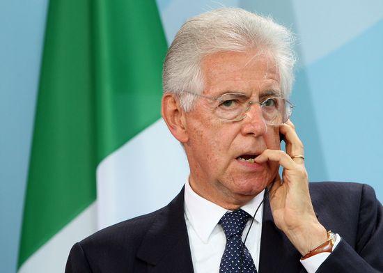 Mario Monti anuncia su dimisión.