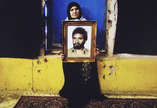 Newsha_Tavakolian._From_the_series_Mothers_of_Martyrs_2006_VA