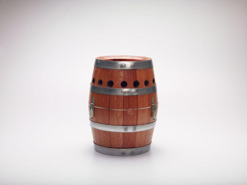 Aim+luski+wine+barrel+camera