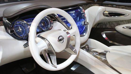 Nissan Resonance / Newspress