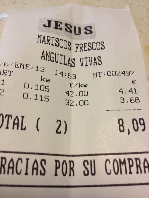 Ticket de compra en el puesto de Jesús. Cuatro gambas rojas y un puñado de quisquillas 8 euros