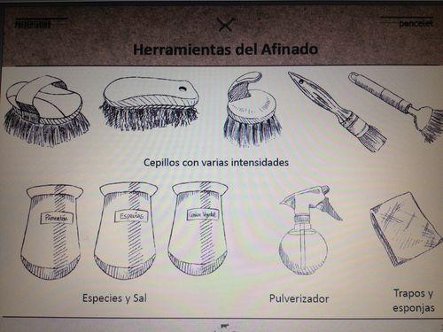 Lámina con instrumentos de limpieza durante la maduración de los quesos