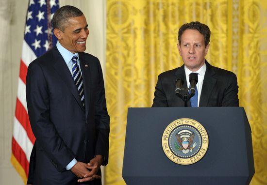 Obama junto a Geithner.