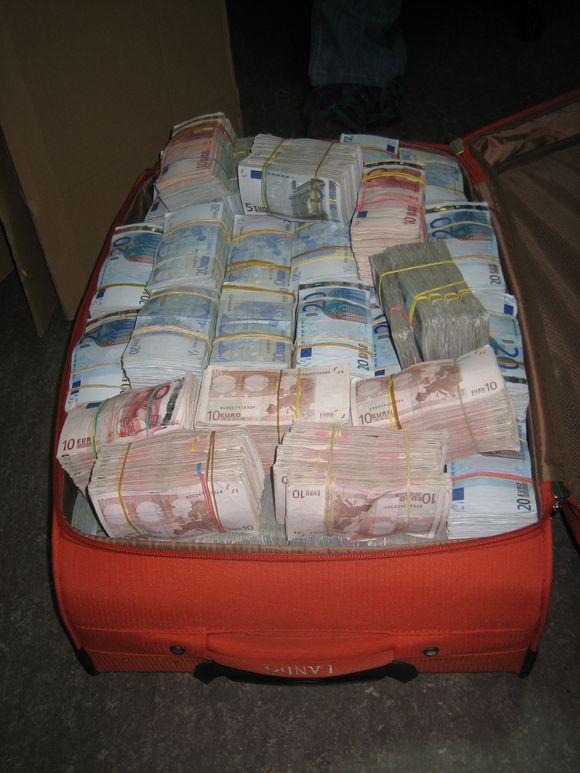 Maleta-dinero-mexicano3