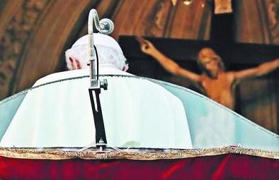 Papa emerito ya en Castelgandolfo