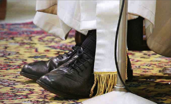 Zapatos-del-papa-590x358