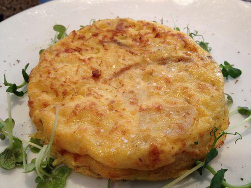 Tortilla de patatas española, un clásico en el brunch de Sergi Arola en Paris