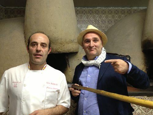 Marco Antonio y José Andrés delante del horno