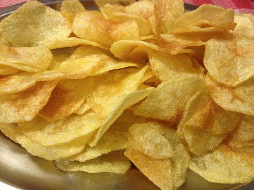 Deliciosas patatas chips con las que se acompañan las raciones de pixín frito