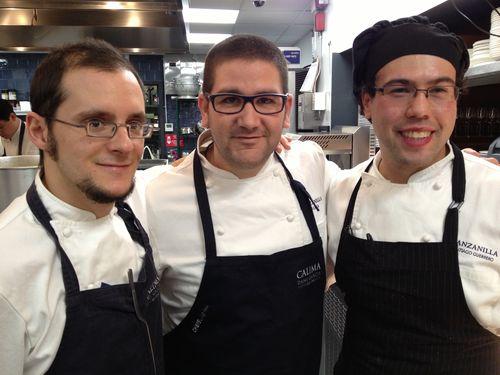 Dani García con Santiago Herrero y Jorge Muñoz en las cocinas de Manzanilla, en Nueva York