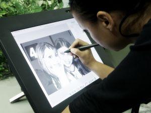 Stock.xchng.200455_pen_tablet_girl