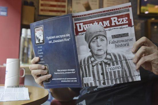 Revista polaca contra Merkel.