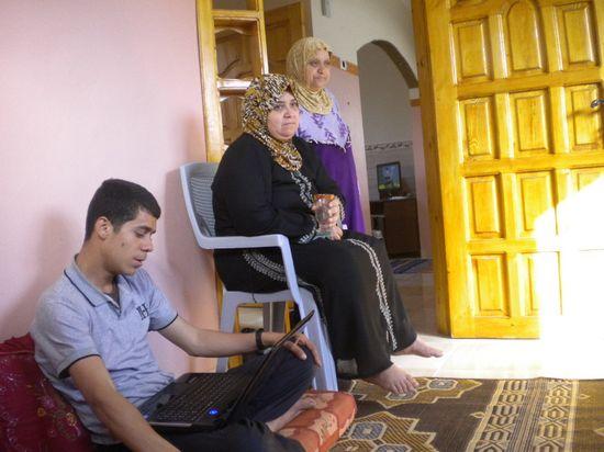 La familia Hiyasi en su casa / Foto: M. Á. Medina