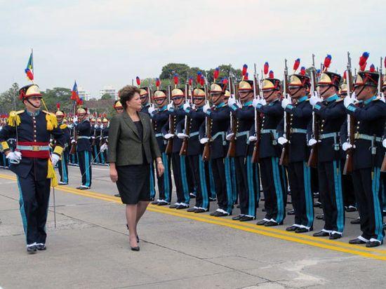 Dilma en la Academia militar de Agulhas Negras