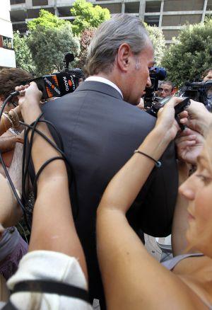 Alberto Fabra, de espaldas a los informadores (CARLES FRANCESC)