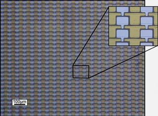 Transistores de grafeno preparados sobre una oblea de SiC. Hay 40.000 dispositivos por centímetro cuadrado.Créditos: M. Sprinkle, M. Ruan,Y. Hu, J. Hankinson,M. Rubio-Roy, B. Zhang, X. Wu, C. Berger & W. A. de Heer. (2010).