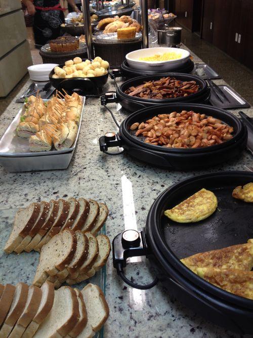 Rutinario bufé en un desayuno de hotel