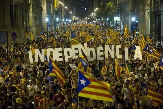 Pancarta en favor de la independencia, durante la manifestación de la Diada