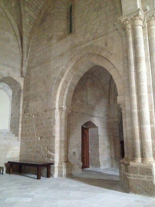 Iglesia del siglo XII, en la que se superponen varios estilos, románico, gótico y barroco