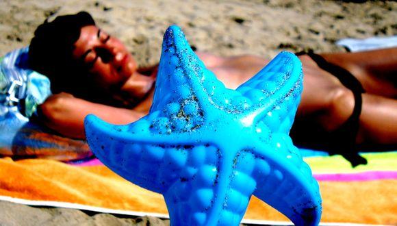 Rocío Santillana por Somebody on the beach