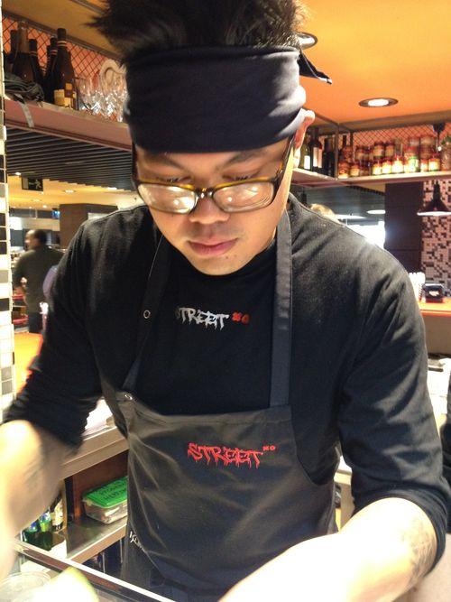 Jonathan, jefe de cocina, trabajó 5 años junto a David Muñoz en Diverxo