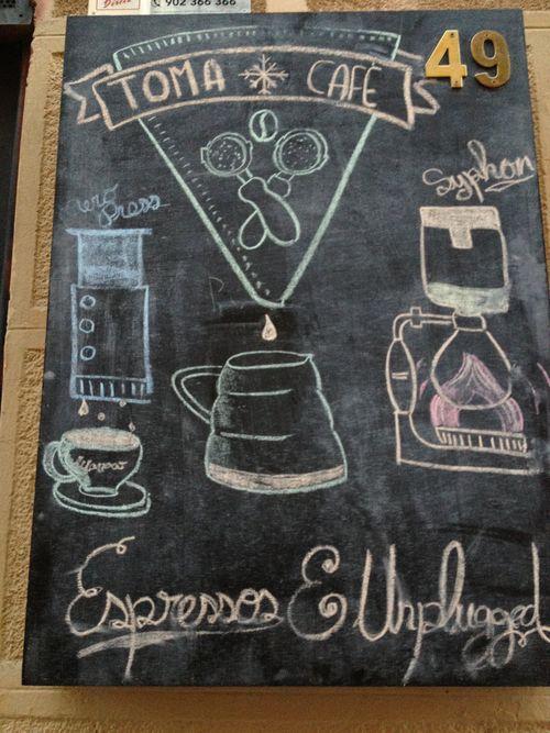Pizarra de Toma Café con dibujos que representan diversos modos de elaboración del café