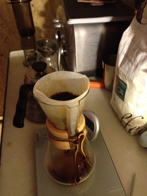 Kemex, jarra de vidrio con filtro especial que retarda el paso del café y consigue preinfusiones que potencian los aromas del café. Cacharro favorito de Santiago Rigoni