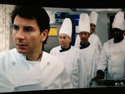El autodidacta Jacky Bonnot con su brigada de cocineros a punto de preparar la carta de primavera con la que tenía que pasar el examen de los críticos