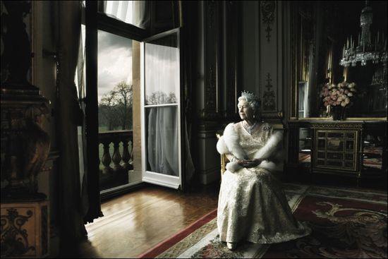 Queen-elizabeth-ii-by-annie-leibovitz1