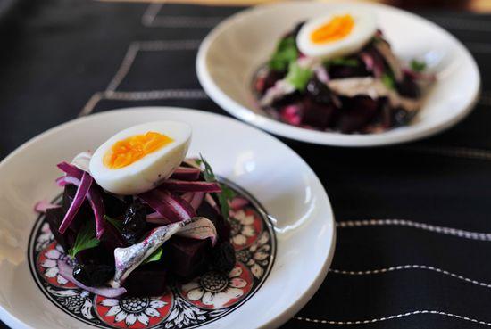 Ensalada-remolacha-huevo-boquerones